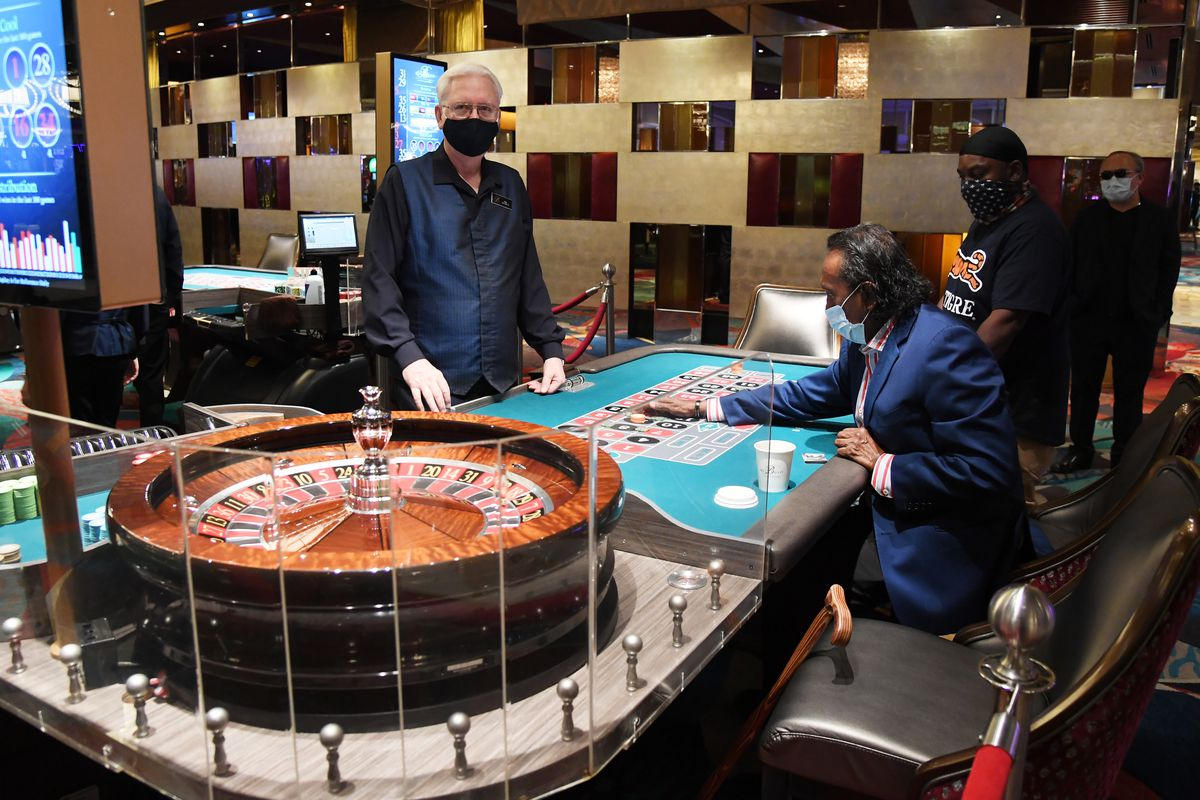Play Baccarat Like a Professional Player